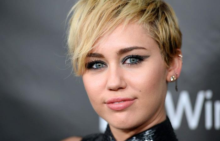 """Miley Cyrus: """"Mi primera relación fue con una chica"""""""