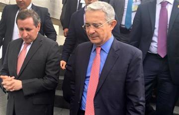 """Uribe entregó documento con """"bases de un acuerdo nacional de paz"""""""