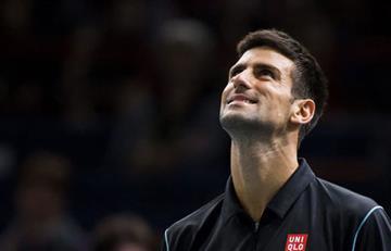 Novak Djokovic en unarabietarompió su raqueta ycamiseta