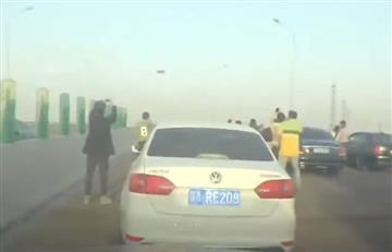Youtube: Aparición de OVNIen China detiene el tráfico