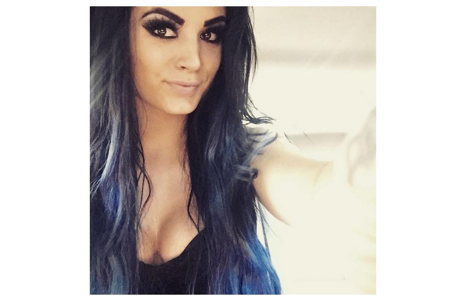 Ella es Paige, la mujer que le pidió matrimonio en vivo a este luchador
