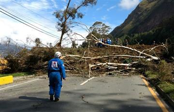 Derrumbe en vía Medellín Bogotá deja personas atrapadas