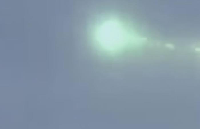 Youtube: Esfera verde aparece en el cielo de Japón