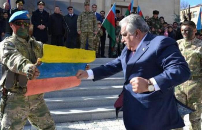 Ministro de Azerbaiyán rompe la bandera de Colombia