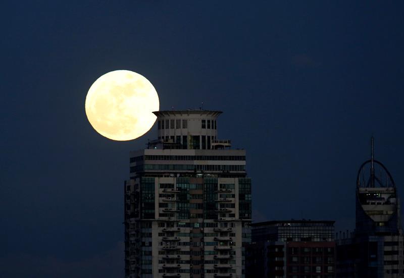 Superluna: En espectaculares imágenes así se vivió