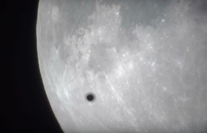 OVNIS rodean la superluna. Foto: Youtube