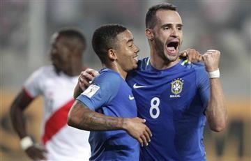 Brasil puso un pie en el Mundial tras visitar a Perú