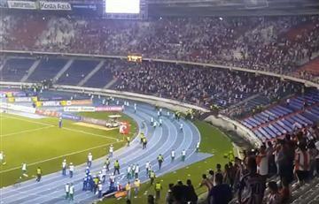 Hinchas del Junior y su pelea con la policía en la final de la Copa