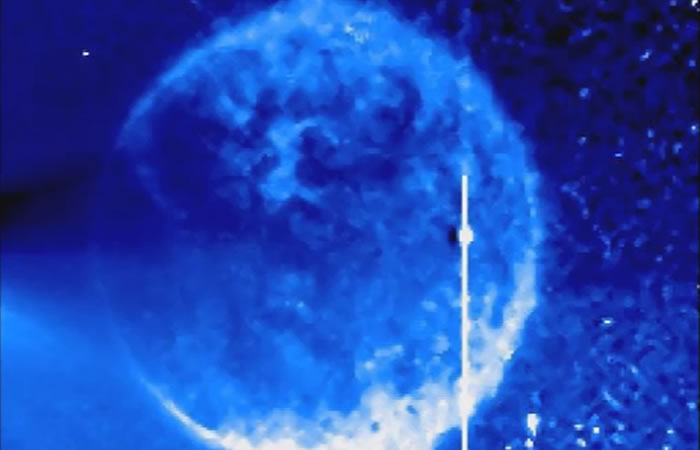 Extraña esfera rodea el sol. Foto:Youtube