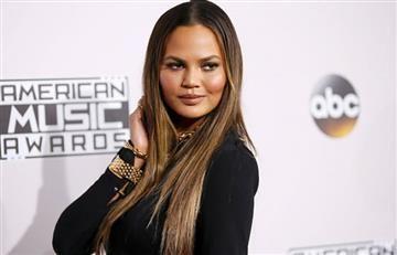 Chrissy Teigen y su polémico vestido en los American Music Awards