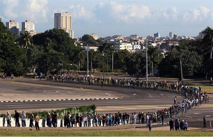Fidel Castro es despedido por sus seguidores en Cuba