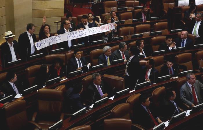 Acuerdo de paz fue aprobado definitivamente tras acalorado debate