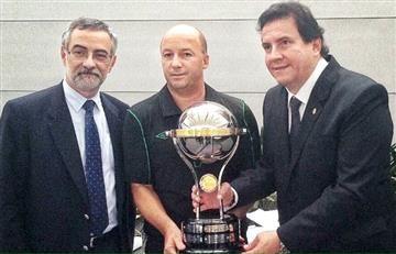 Santa Fe le entregó la Copa Sudamericana a Chapecoense