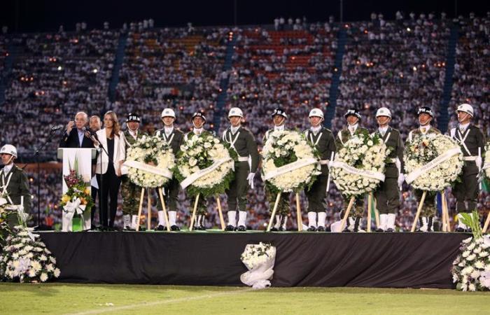 Un colmado Atanasio Girardot homenajeó a Chapecoense