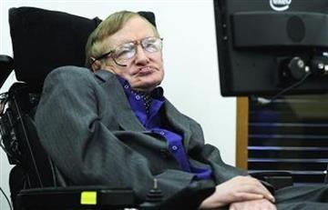 Stephen Hawking fue llevado a un hospital en Roma