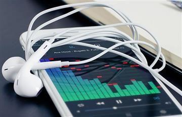 ¿Cómo amplificar el sonido de mi móvil?