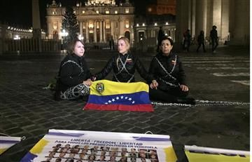 Lilian Tintori se encadena frente al Vaticano