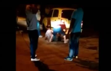 Taxistas arrastraron, golpearon y torturaron a futbolista