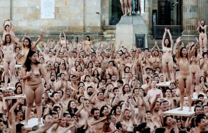 Desnudos masivos tomados en Bogotá irán a galería de arte