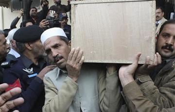 Pakistán: Recuperan avión estrellado con 47 cuerpos