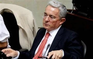 Uribe es regañado por su agresividad en Twitter