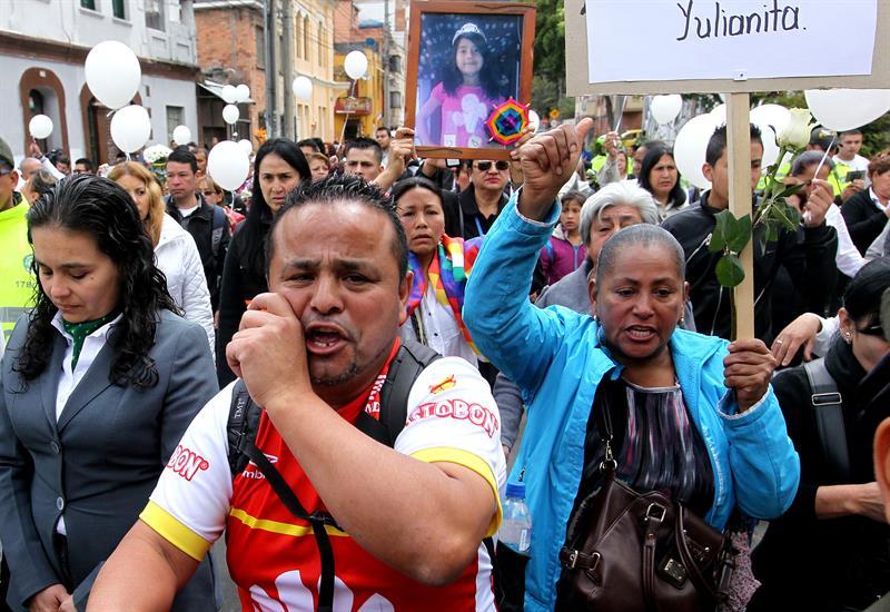 Centenares de personas en el sepelio de Yuliana Samboní