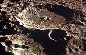 Ovni es captado en superficie lunar