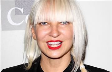 Pillan a Sia sin peluca durante su estadía en la playa