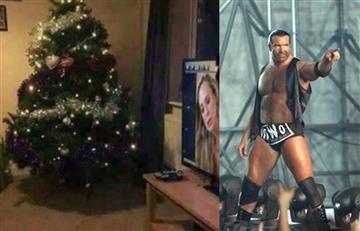 """El descuido """"porno"""" en una foto navideña de una leyenda de la WWE"""