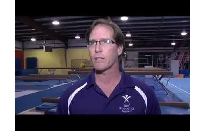 Entrenador abusó de sus gimnastas, poniendo cámaras para espiarlas