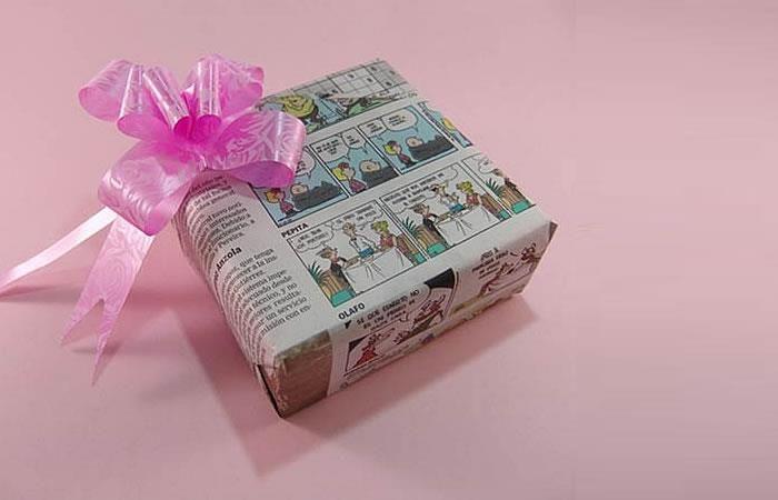 Recomiendan a los colombianos a envolver los regalos en periódico