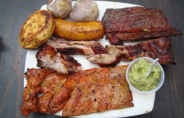 Asado típico Colombiano Foto: Captura de YouTube