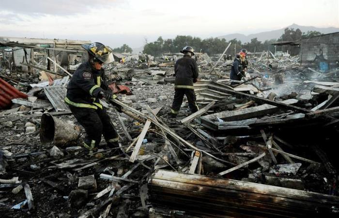 México: Cerca de 30 muertos por explosión en mercado de pirotecnia