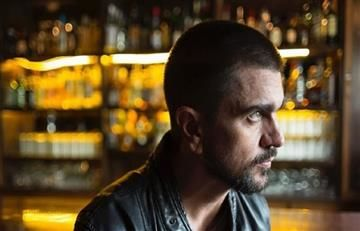 Juanes hace sensacional tributo a The Eagles