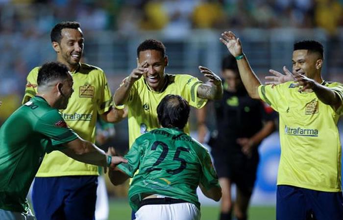 Neymar: Un jugador se arrodilló y le pidió piedad en pleno partido