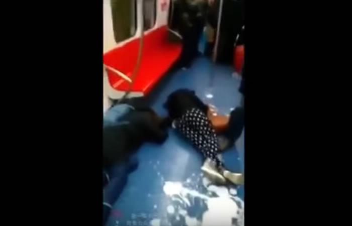 Video: En Pekín captan suicidio colectivo en el metro