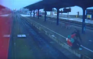 Polonia: Anciana en silla de rueda fue tirada a las vías del tren