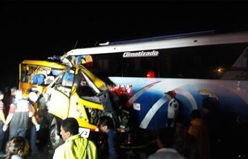 Ecuador: Al menos 19 muertos en accidente de tránsito