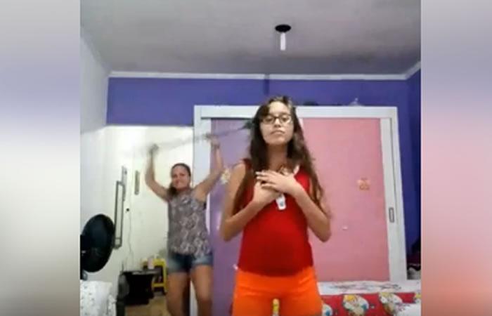 Facebook: Madre toma inesperada reacción al ver bailar a su hija