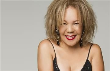 Loalwa Braz cantante brasileña aparece carbonizada