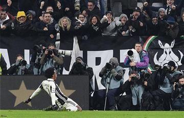 Cuadrado: Increíble como celebraron su golazo en las tribunas