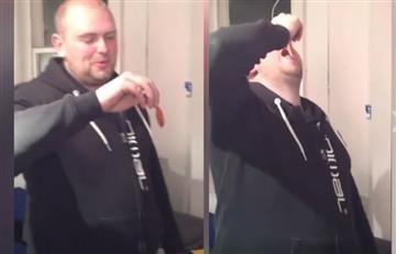 Facebook: Hombre se come un pez dorado vivo y es condenado