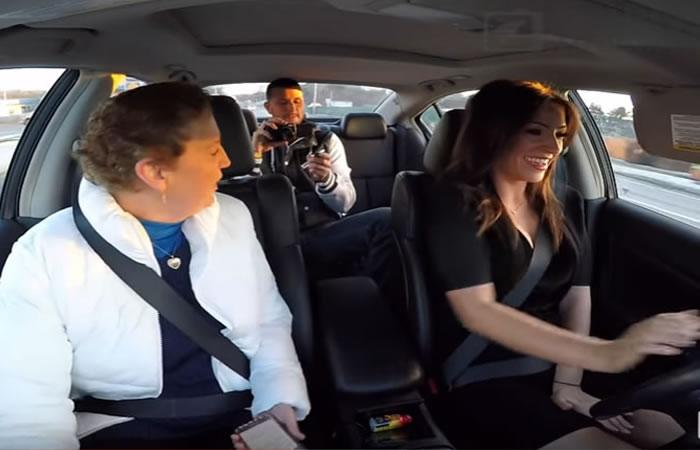 YouTube: Mujer usa panty vibrador y se enciende en el peor momento