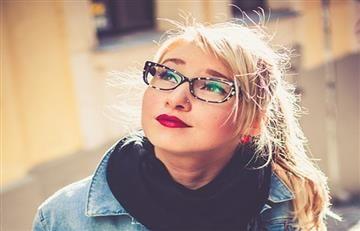 Belleza: Cinco consejos de maquillaje para mujeres con gafas