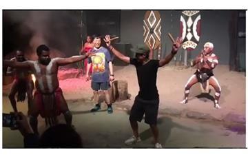 Esteban Chaves sacó su destreza de bailarín antes de correr en Bogotá
