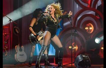 La caída de Paulina Rubio en pleno concierto