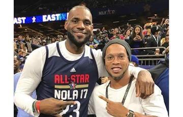 LeBron James conoce a Ronaldinho y las redes explotan