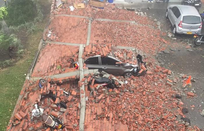 Video: Muro de seis metros se desplomó en Itagüí y causó grave emergencia
