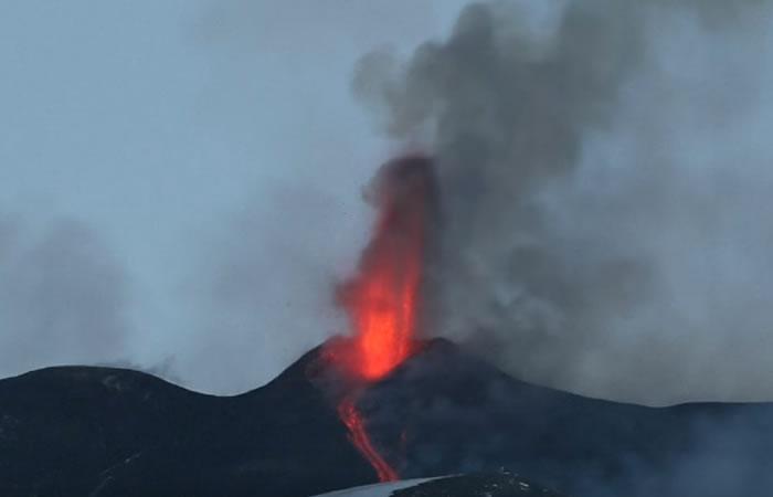 Italia: El volcán Etna entró en erupción y así se ve