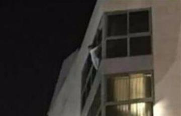 Vídeo: impactante rescate de una niña que cuelga de un séptimo piso